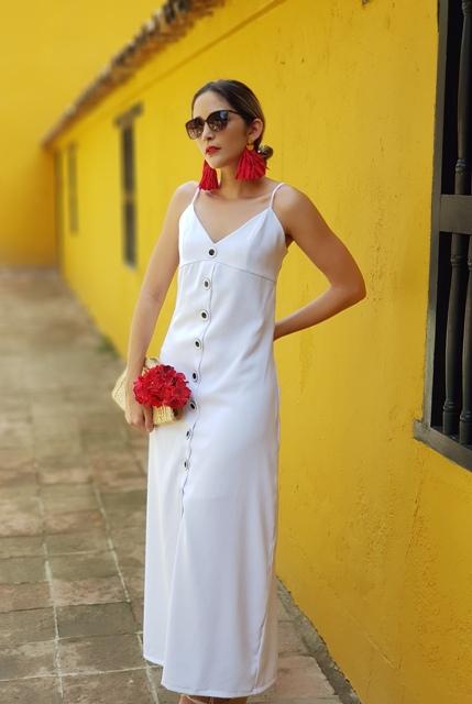 Vestido Blanco formal para dama botones oscuros