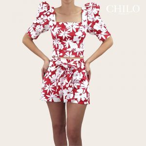 Set top y short rojo estampado flores blancas
