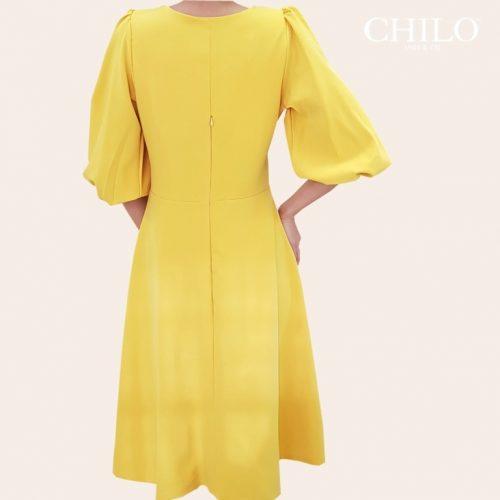 Vestido de Botones Falda a la rodilla color amarillo espalda
